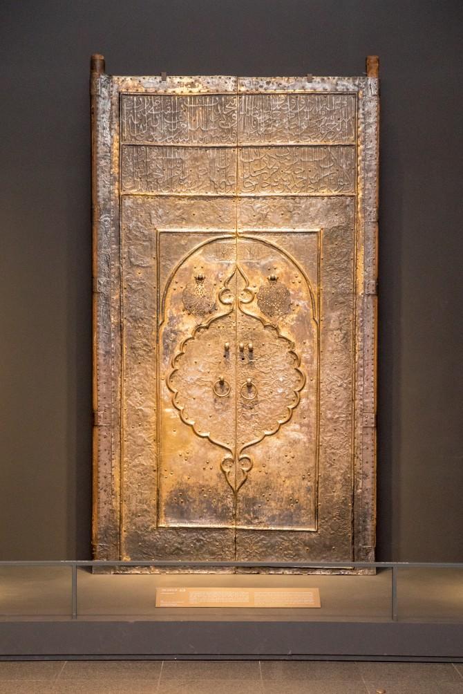 이슬람교 대표적인 신전인 카바 신전에 사용됐던 문. - 아자 스튜디오 제공
